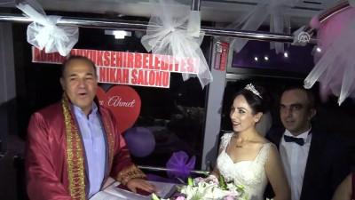 Şoför çiftin nikahı çalıştıkları otobüste kıyıldı