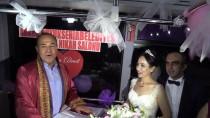 HÜSEYIN SÖZLÜ - Şoför çiftin nikahı çalıştıkları otobüste kıyıldı