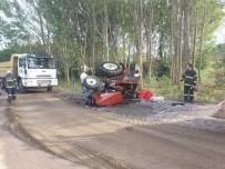 Hatalı Sollama Yapan Kamyonla Traktör Çarpıştı Açıklaması 1 Yaralı