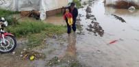 MEVSİMLİK İŞÇİ - İşçilerin Çadırlarını Sel Bastı, Çocuklar Son Anda Kurtarıldı