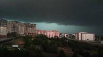 DOLU YAĞIŞI - Kastamonu'yu Vuran Dolu Yağışı Öncesi Kara Bulutlar Gökyüzünü Böyle Kapladı