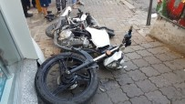ATATÜRK BULVARI - Motosiklet Sürücüsü Metrelerce Uçtu