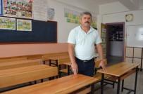 Müdür, Okul Sıralarını Zımparaladı Duvarları Boyadı