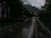 SAĞANAK YAĞIŞ - Ordu, Yağmur Öncesi Karanlığa Büründü