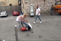 TAKSIM - (Özel) Taksim Meydanı'nda Kızların Omuz Atma Kavgası Kamerada