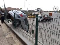 SÜRÜCÜ KURSU - Sürücü Adayı Otomobille 3 Metreden Aşağı Düştü