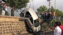 KADIN SÜRÜCÜ - Sürücü Adayının Kullandığı Otomobil İstinat Duvarından Düştü