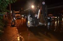 İŞ MAKİNESİ - Trabzon'da Sağanak Yağış Hava Ulaşımı Olumsuz Etkiledi