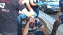 BIBER GAZı - Amca Çocukları Şehrin Göbeğinde Sandalye Ve Sopalarla Birbirine Saldırdı