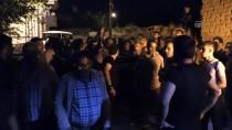 OTURMA EYLEMİ - Elazığ'da Eylem Yapan Vatandaş Yolu Trafiğe Kapattı