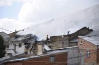Gümüşhane'de Ev Yangını Açıklaması 3 Evde Maddi Hasar Oluştu