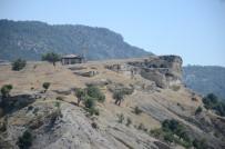 Mağaralardan Binalara Uzanan Yerleşim Yeri Açıklaması Tabae