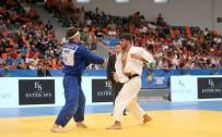 GÜMÜŞ MADALYA - Manisa Büyükşehir'in Judocusu Şişmanlar Avrupa 2'Ncisi Oldu