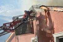 İTFAİYE ARACI - Tokat'ta İki Katlı Evde Yangın Çıktı