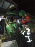 Adana'da Kamyon İle Araç Çekicisi Çarpıştı, Sürücüler Araçta Sıkıştı