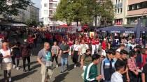 KÖLN - Almanya'da Binlerce Kişi Irkçılığa Karşı Yürüdü