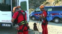 MAHSUR KALDI - Aydın'da 4 Kişi Kayalıklarda Mahsur Kaldı