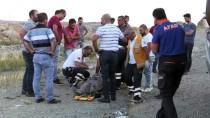 Elazığ'da Kamyonet İle Otomobil Çarpıştı Açıklaması 1 Ölü, 1 Yaralı