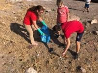 MURAT DURU - Kaymakam Duru, Dünya Çevre Ve Temizlik Günü'nde Çöp Topladı
