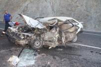 Otomobil Bu Hale Geldi Açıklaması 1 Ölü, 1 Yaralı