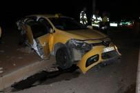 Şanlıurfa'da Ticari Taksi İle Otomobil Çarpıştı Açıklaması 1'İ Ağır, 5 Yaralı
