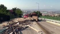 İNŞAAT İŞÇİLERİ - Uludağ Yolunda Devrilen Kamyonetten Çıkıp Kaçtılar