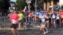 MÜZİK GRUBU - Uluslararası Berlin Maratonu Türküler Ve Halaylar Eşliğinde Koşuldu