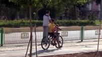 3 Çocuk Bir Bisikletle Yol Aldı
