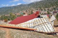 Antalya'da Hortum Evin Çatısını Uçurdu