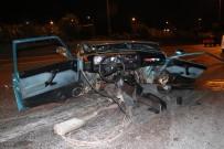 VATAN CADDESİ - Araç İkiye Bölündü Açıklaması 3 Yaralı