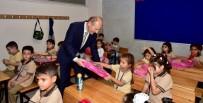 KIRTASİYE MALZEMESİ - Belediye'den Okula Başlayan Öğrencilere Kırtasiye Seti Hediyesi