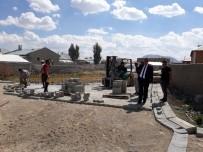ALT YAPI ÇALIŞMASI - Çaldıran Belediyesi Kilitli Parke Taşı Çalışması Başlattı