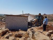 HAZİNE ARAZİSİ - Eyyübiye'de 14 Kaçak Yapının Yıkımı Gerçekleşti