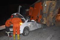 İŞ MAKİNASI - Feci Kazadan 5 Kişi Sağ Kurtuldu