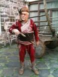 Hayatını Osmanlı Kıyafetlerini Toplamaya Adayan Esat Uluumay Vefat Etti