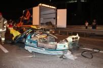 VATAN CADDESİ - İkiye Bölünen Araçtan Sağ Çıktılar... Bayrampaşa'da Feci Kaza; 3 Ağır Yaralı