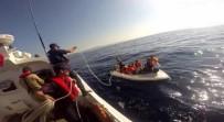 AFGANISTAN - İzmir'de 15 Düzensiz Göçmen Fiber Teknede Yakalandı