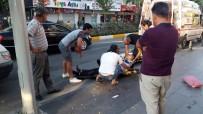 KAPALI ÇARŞI - Manavgat'ta Motosiklet Kamyonete Çarptı Açıklaması 1 Yaralı