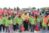 AHMET EMRE BILGILI - Sakarya'da Milli Eğitim Müdürü, Eğitimin İlk Gününde Öğrencilerle Horon Oynadı