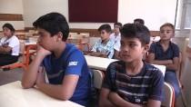 KADIN ÖĞRETMEN - Suriyeli Öğrencilerin Okul Heyecanı