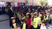 ATATÜRK ANITI - Vali Töreni Öğrencilerle Ayakta İzledi