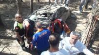 DİREKSİYON - Virajı Alamayan Otomobil Okul Bahçesine Uçtu Açıklaması 2'Si Ağır 4 Yaralı