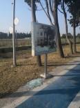 Yalova'da Belediye Panolarını Kıranlar Yakalandı