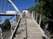 ATATÜRK BULVARI - Adıyaman Belediyesi Üst Geçitleri Rutin Olarak Temizliyor