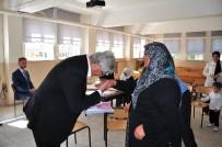 OKUMA YAZMA SEFERBERLİĞİ - Bu Okulun En Genç Öğrencisi 67, En Yaşlısı 87 Yaşında