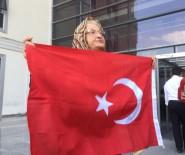 PROTESTO - Fatma Nineden, Teröristlere Bayraklı Tepki