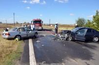 ALPULLU - Hayrabolu'da İki Otomobil Çarpıştı  Açıklaması 1 Ölü,1 Yaralı
