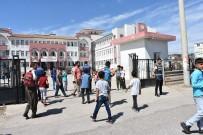 DIYALOG - Kahta Polisi Okul Önlerinde Adeta Kuş Uçurtmuyor