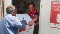 KıZıLAY - Kızılay Derneği Hakkari Şubesi Evleri Yanan Ailelere Yardım Eli Uzattı