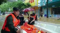 GUANGDONG - Mangkhut Tayfunu Yangchun Şehrini Sular Altında Bıraktı